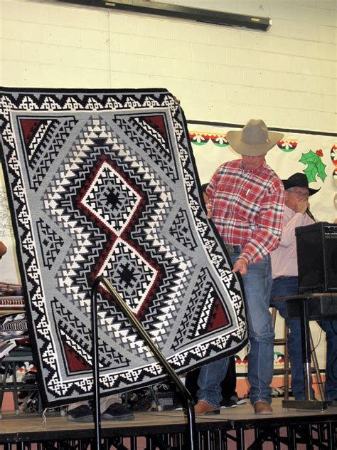 crownpoint rug auction crownpoint december 2010 weaving in