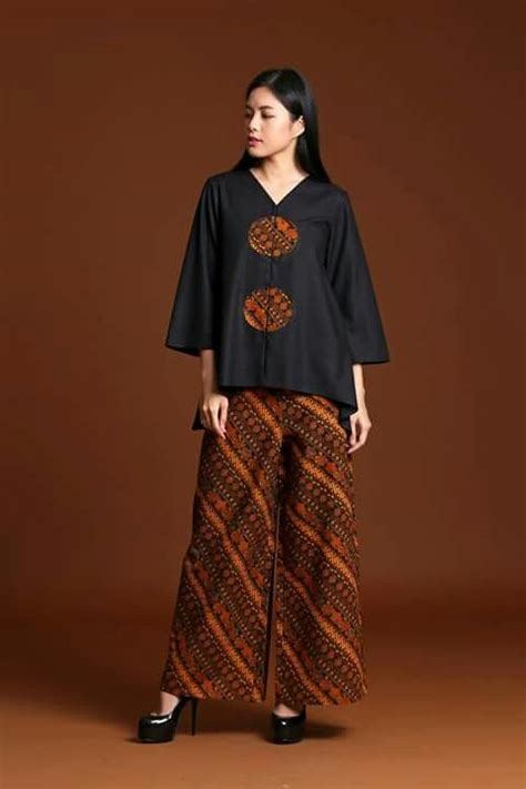 Setelan Etnic best 25 gaun batik modern ideas on dress brokat modern kebaya simple and dress