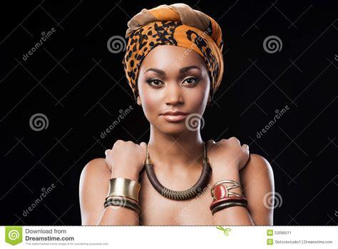 Reine africaine image stock. Image du fond, headdress