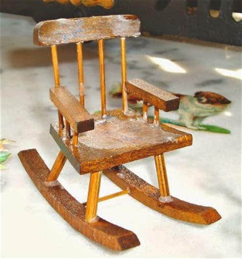 sedia a dondolo antica la piccola casa antica in miniatura la vecchia sedia a