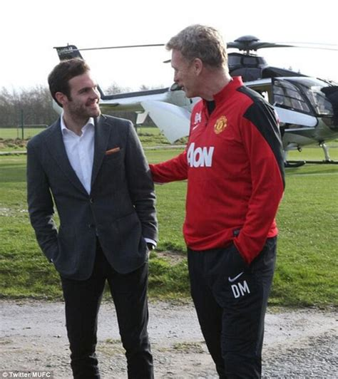 Jaket Playmaker United juan mata signs for manchester united from chelsea for 163 37