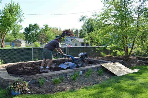 vegetable garden soil and preparing vegetable garden soil
