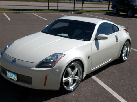 Image Gallery 2005 350z White