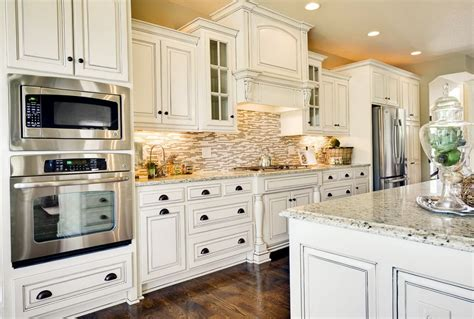 travertine tile backsplash white cabinets home design ideas