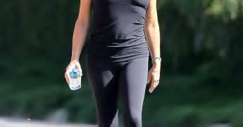 Goldie hawn fit body picture 67 year old actress shows off trim body