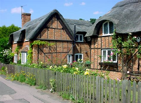 Pictures Of Cottages by File Thill Thatched Cottages Jpg