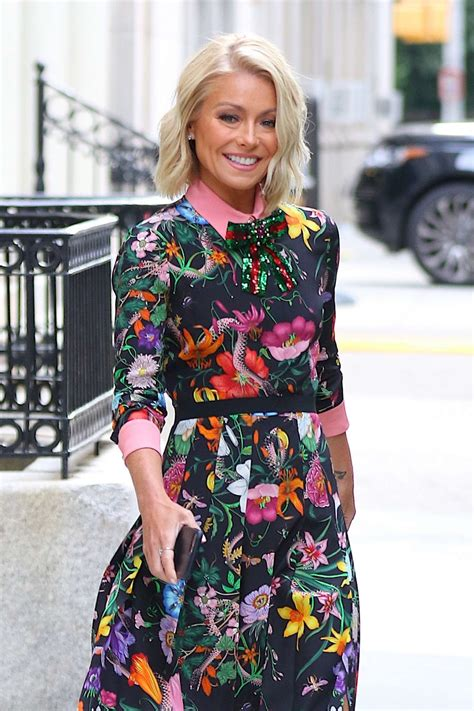 where is kelly ripa moving to in nyc 2014 kelly ripa heads to seth meyers show in new york city