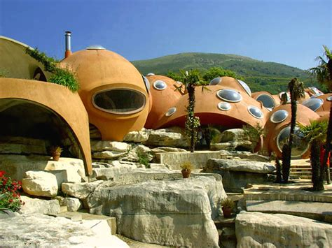 bubble house pierre cardin s bubble house palais bulles by antti lovag 171 twistedsifter