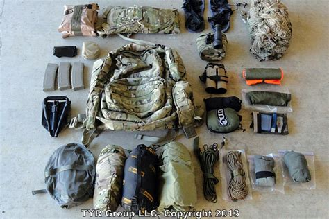 what does a navy seal carry what does a combat tracker s edc gear consist of