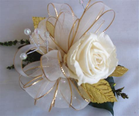 50th Wedding Anniversary Wrist Corsage   50th anniversary
