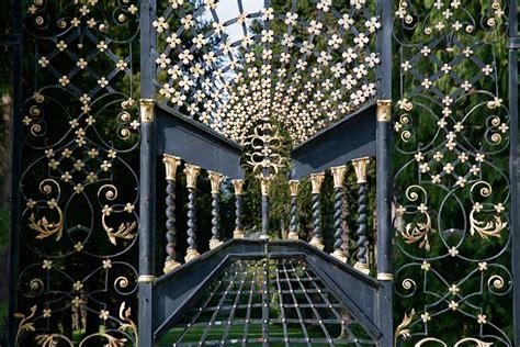 gates powerscourt estate house  gardens