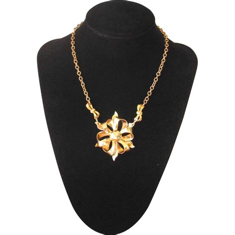 vintage 1940s goldtone bow choker necklace from