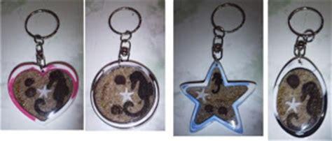 membuat gantungan kunci bening seni fiberglass