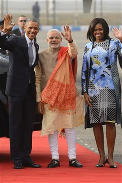 biography barack obama hindi narendra modi outshines michelle obama with airport outfit