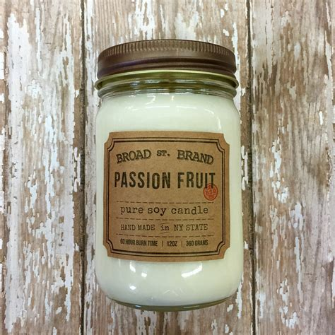 Our Own Candle Company New York by Broad St Brand Duftkerze Passionfruit 032112