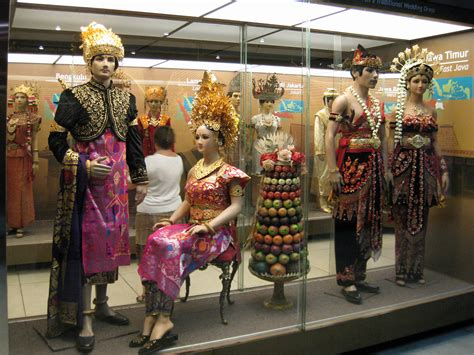 common threads a cultural history of clothing in american catholicism books file indonesia museum traditional dress 01 jpg wikimedia
