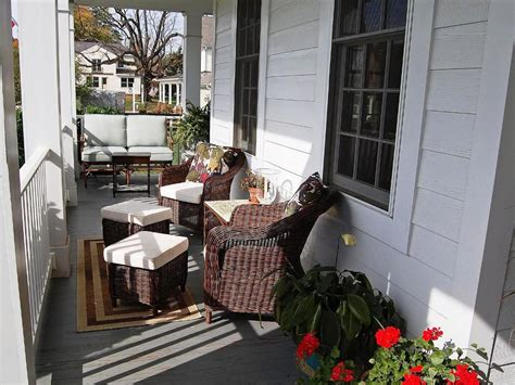 the country porch decor thehrtechnologist cozy country