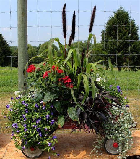 Wagon Flower Planter by Best 25 Wagon Planter Ideas On Wagon G