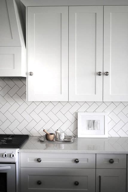 what size subway tile for kitchen backsplash 25 best ideas about herringbone subway tile on