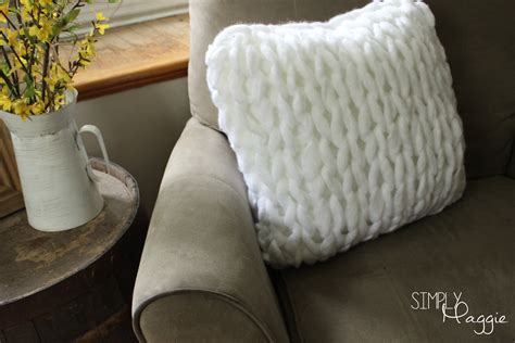 simply maggie arm knitting one hour arm knit pillow pattern simply maggie