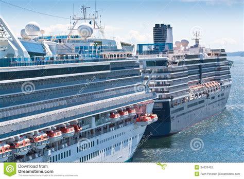ketchikan alaska 922014 summer tour guides for ships photos cruise ships in ketchikan stock photo image of nature