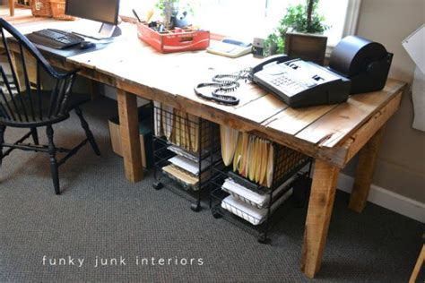 Office Desk Made From Pallets 19 Diy Pallet Desks A Way To Save Money And To