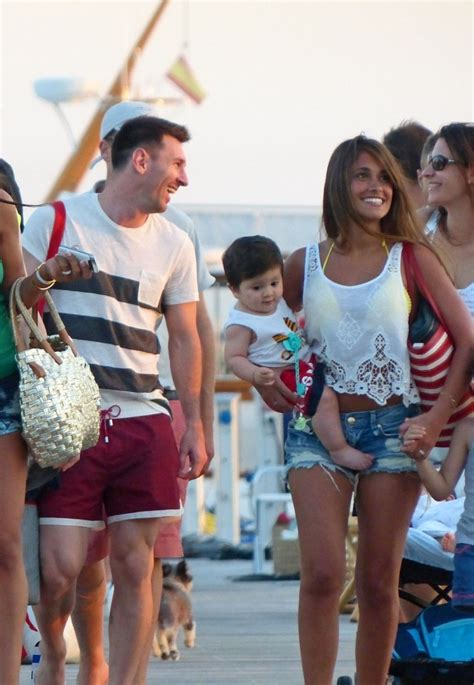 messi and wife lionel messi antonella roccuzzo photos lionel messi and