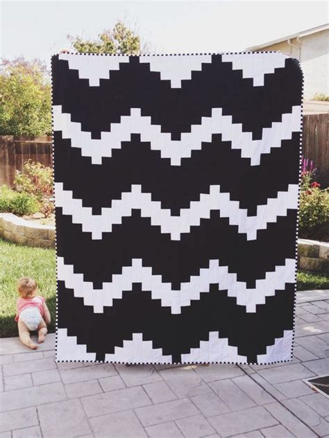 black and white quilts black and white modern quilt quilting ideas