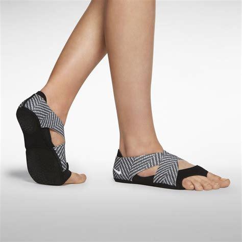 Jual Nike Studio Wrap nike studio wrap 2 print s shoe nike store