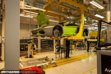 Lamborghini Werk Italien by Lamborghini Factory Italy Aventador Production Line 19