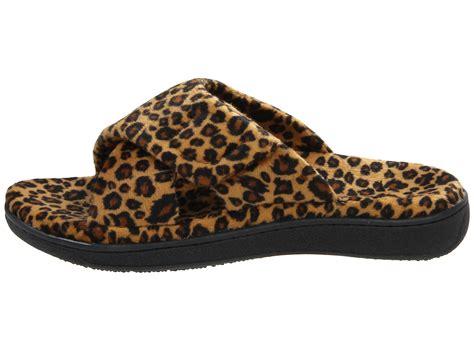 womens slippers zappos acorn bedroom slippers 100 bedroom slippers