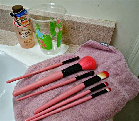 Daiso Make Up Brush Cleaner daiisoo review daiso makeup brush cleaner daiso winmax slim lipstick