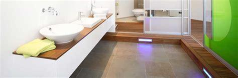 badezimmer parkett holzboden oder parkett f 252 rs badezimmer ein traumbad gef 228 llig