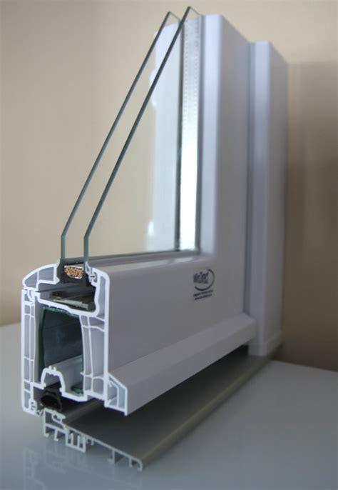 soglia porta finestra porta finestra in pvc con soglia ribassata e maniglia