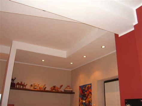 abbassamenti soffitto con faretti controsoffitto cartongesso abbassamento soffitto cartongesso