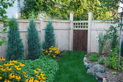 Backyard Fence Landscaping Ideas by 20 Amazing Ideas For Your Backyard Fence Design Style