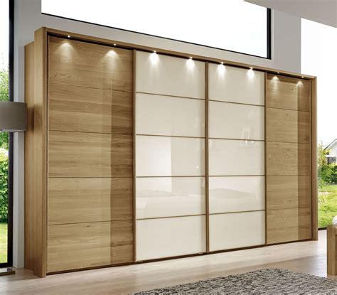 schrank mit glasfront schwebet 252 ren kleiderschrank in eiche dekor mit glasfront