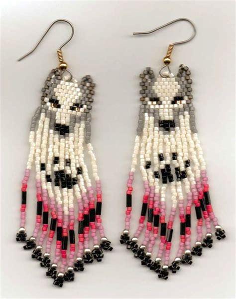 beaded wolf earring pattern wolf in raspberry seed bead earrings beading