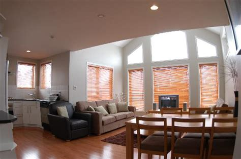 Vaulted Ceiling Apartment 15 foot vaulted ceilings in the 3br apartment picture of