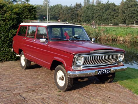 kaiser jeep wagoneer file 1967 kaiser jeep wagoneer photo 2 jpg