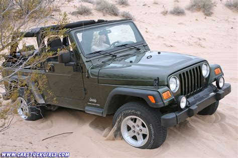 sand dune jeep stuck with jeep wrangler in sand dunes