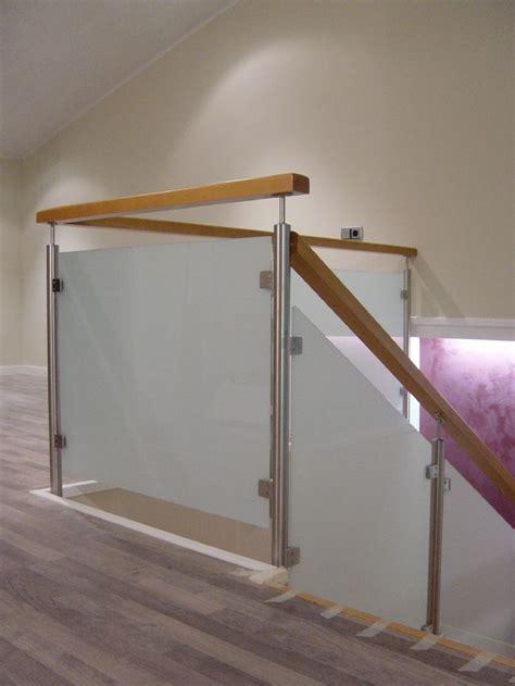 barandillas modernas para escaleras m 225 s de 25 ideas fant 225 sticas sobre barandas metalicas en