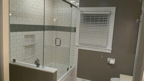 baños decorados con ladrillos de vidrio como instalar puertas de vidrio para ba 241 os youtube