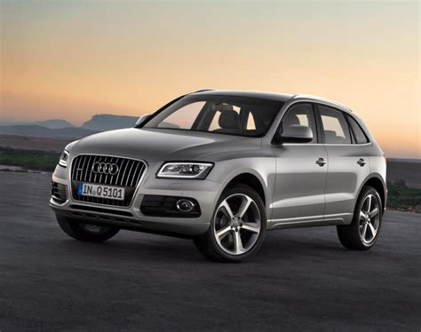 compact luxury suv pictures
