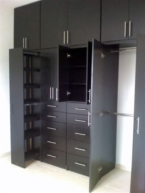 foto closets color chocolate de carpinteria residencial