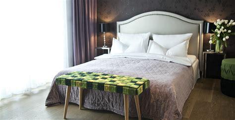 dormire con due cuscini westwing letto con contenitore comfort e praticit 224