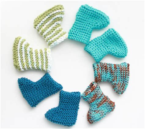 how to knit baby booties for beginners easy knit baby booties favecrafts