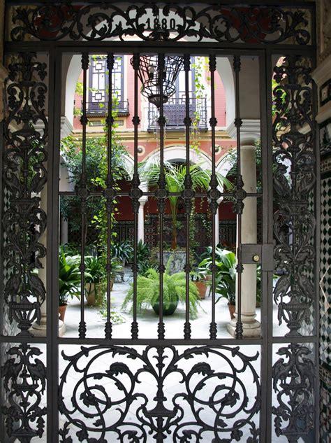 patio andaluz sevilla sevilla daily photo un patio andaluz