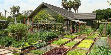 autosufficienza alimentare la famiglia produce 2700 kg di cibo all anno in 370