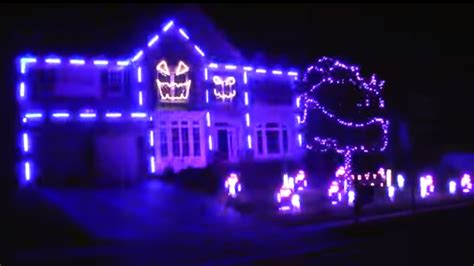 halloween house with lights and music ultimate halloween light show house lip syncs to macklemore s downtown today com